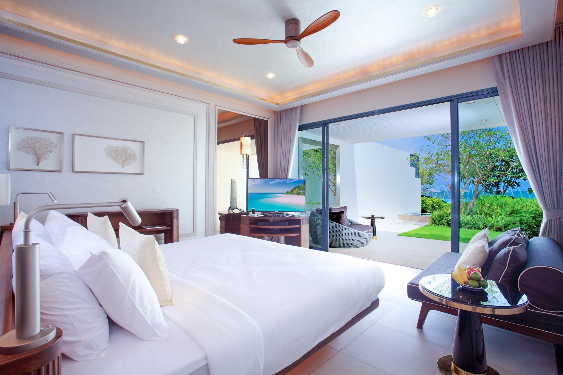 01. Beachfront Pool Suite Ground Floor