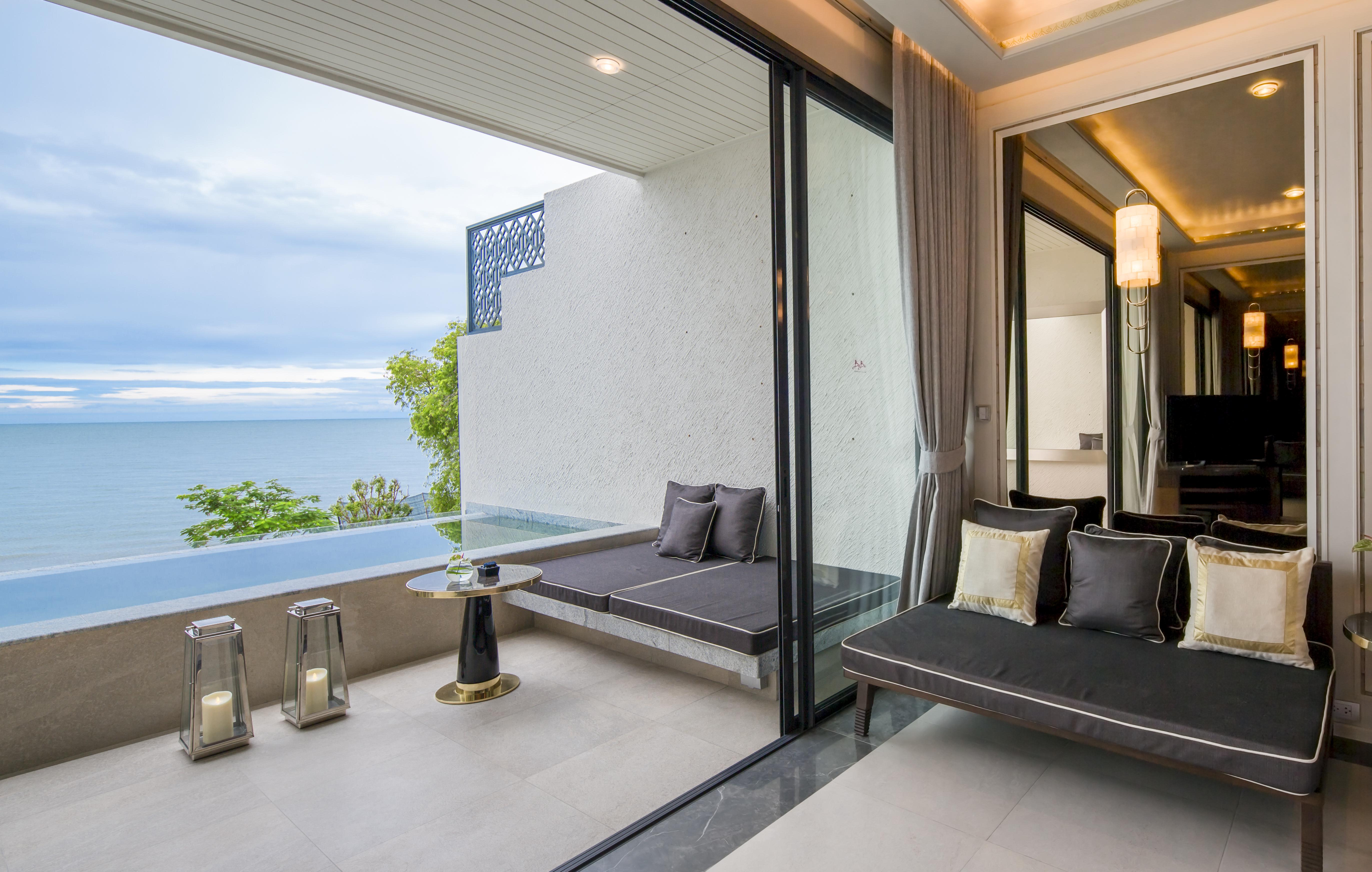 02. Beachfront Pool  Suite